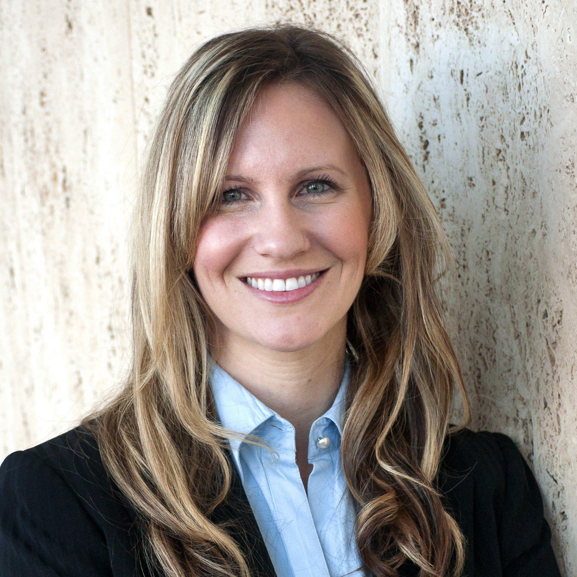 Carolyn Sloane Mata headshot